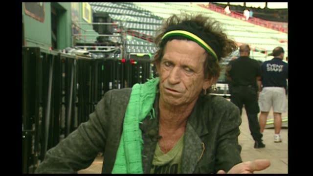 keith richards looks back on carrying a gun at the height of his drug addiction you tend to drag round your reputation as like a kind of ball and... - drogenmißbrauch suchtmittel abhängigkeit stock-videos und b-roll-filmmaterial