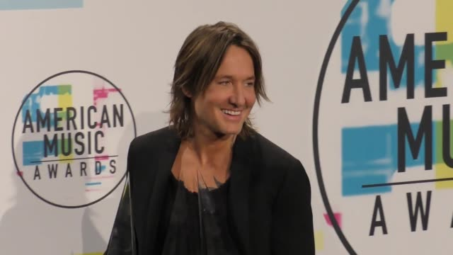 keith urban at the 2017 american music awards - press room on november 19, 2017 in los angeles, california. - keith urban stock videos & royalty-free footage