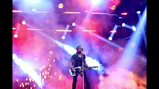 keith urban performs onstage during the 52nd annual cma awards at the bridgestone arena on november 14, 2018 in nashville, tennessee. - keith urban stock videos & royalty-free footage