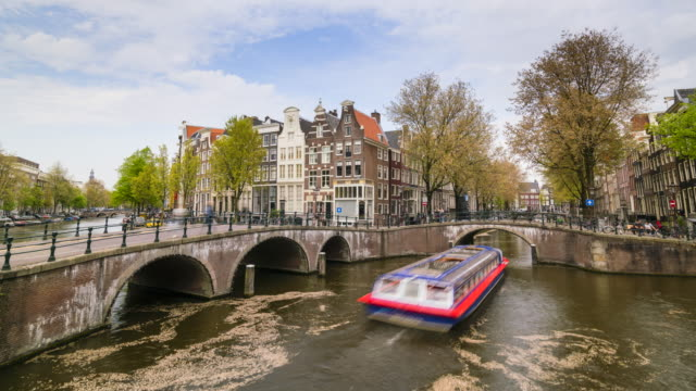 keizersgracht canal and tourist boats, amsterdam, netherlands - arch bridge stock videos and b-roll footage