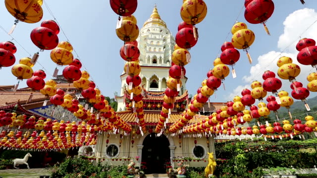 stockvideo's en b-roll-footage met kek lok si chinese new year penang malaysia - pagode