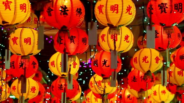 stockvideo's en b-roll-footage met kek lok si tempel chinees nieuwjaar penang maleisië - chinees nieuwjaar