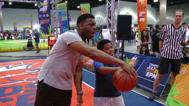 """vídeos de stock e filmes b-roll de kel mitchell, benjamin flores jr. at nickelodeon hosts basketball tryouts for kids' choice sports 2015 """"triple shot challenge"""" in los angeles, ca... - nickelodeon"""