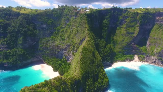 kelingking beach aerial view, nusa penida - bali stock videos & royalty-free footage