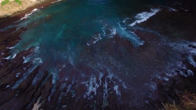 kelingking beach aerial view, nusa penida - island stock videos & royalty-free footage