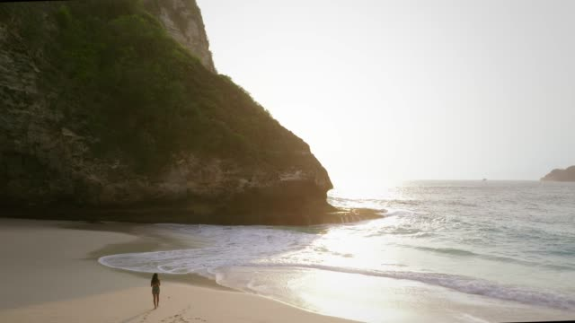 kelingking beach, nusa penida - atmospheric mood stock videos & royalty-free footage