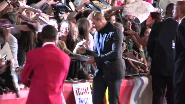 Kellan Lutz greets fans while arriving at the Twilight Breaking Dawn 2 Premiere in Los Angeles 11/12/12