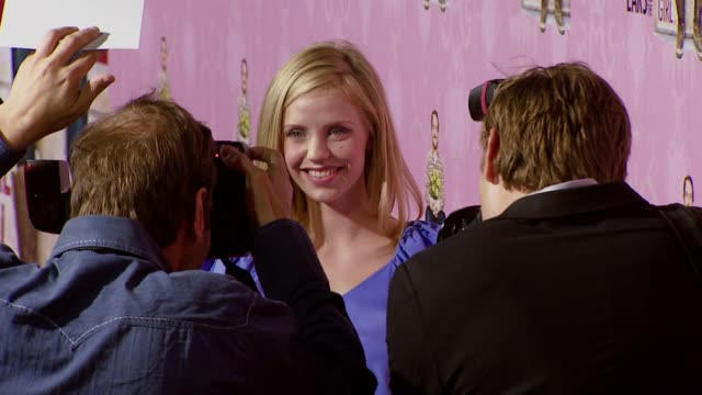 kelli garner at the 'lars and the real girl' los angeles premiere at academy of motion picture arts and sciences in beverly hills, california on... - academy of motion picture arts and sciences stock-videos und b-roll-filmmaterial