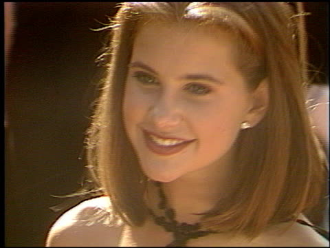 kellie martin at the 1993 emmy awards entrances at the pasadena civic auditorium in pasadena california on september 19 1993 - anno 1993 video stock e b–roll