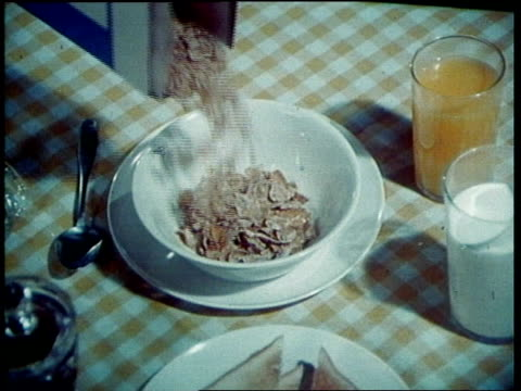 vídeos de stock, filmes e b-roll de kellogg's frosted flakes tv commercial - 1973