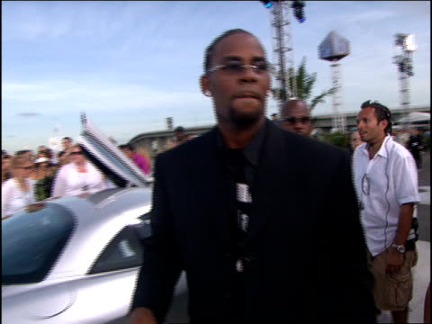 kelly arriving at the 2005 mtv video music awards red carpet. - r. kelly stock videos & royalty-free footage
