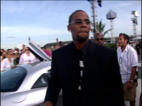 kelly arriving to the 2005 mtv video music awards red carpet - r. kelly stock videos & royalty-free footage