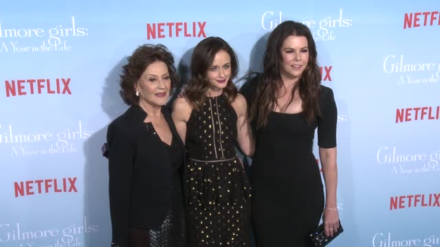 stockvideo's en b-roll-footage met kelly bishop alexis bledel and lauren graham at the premiere of netflix's gilmore girls a year in the life at regency bruin theater on november 18... - bruin theater