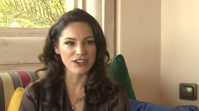 kelly brook on removal appealing to a wide audience across different genres at the removal interviews 7th dubai international film festival at dubai - kelly brook stock-videos und b-roll-filmmaterial