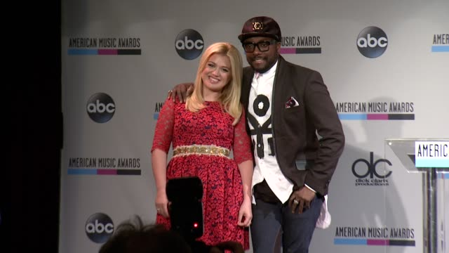 kelly clarkson and william at the 2013 american music awards nominations press conference at bb king blues club grill on october 10 2013 in new york... - 2013 american music awards stock videos & royalty-free footage