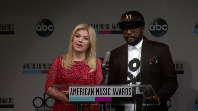 speech kelly clarkson announces the contemporary inspirational nominees at the 2013 american music awards nominations press conference at bb king... - 2013 american music awards stock videos & royalty-free footage