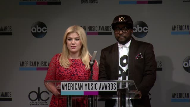 speech kelly clarkson announces the favorite pop/rock album nominees at the 2013 american music awards nominations press conference at bb king blues... - 2013 american music awards stock videos & royalty-free footage
