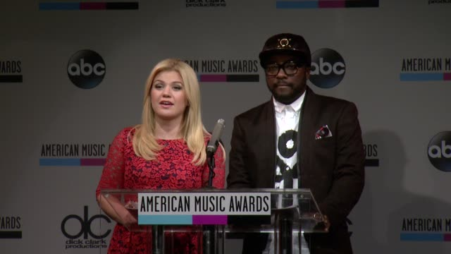 speech kelly clarkson announces the favorite pop/rock band duo or group nominees at the 2013 american music awards nominations press conference at bb... - 2013 american music awards stock videos & royalty-free footage