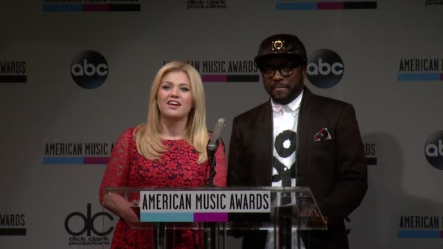 speech kelly clarkson announces the favorite soul/rb female artist at the 2013 american music awards nominations press conference at bb king blues... - soul music stock videos & royalty-free footage