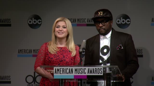 speech kelly clarkson announces the top soundtrack at the 2013 american music awards nominations press conference at bb king blues club grill on... - 2013 american music awards stock videos & royalty-free footage
