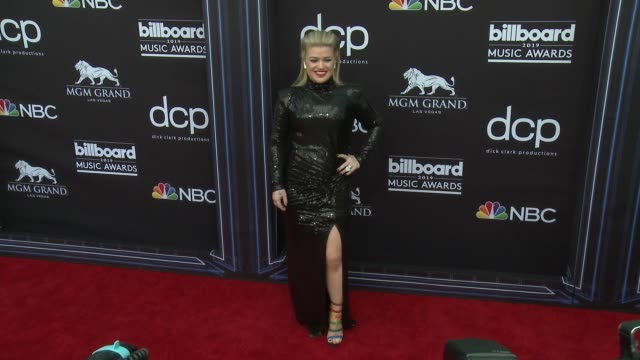 kelly clarkson at the 2019 billboard music awards at mgm grand garden arena on may 1 2019 in las vegas nevada - mgm grand garden arena stock videos & royalty-free footage