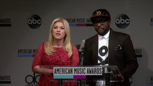 speech kelly clarkson congratulates the nominees and announces when voting will begin at the 2013 american music awards nominations press conference... - 2013 american music awards stock videos & royalty-free footage