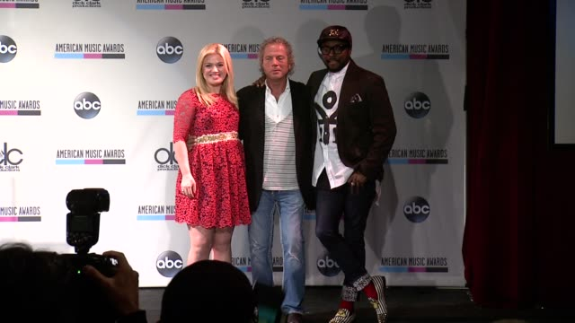 kelly clarkson larry klein and william at 2013 american music awards nominations press conference at bb king blues club grill on october 10 2013 in... - 2013 american music awards stock videos & royalty-free footage