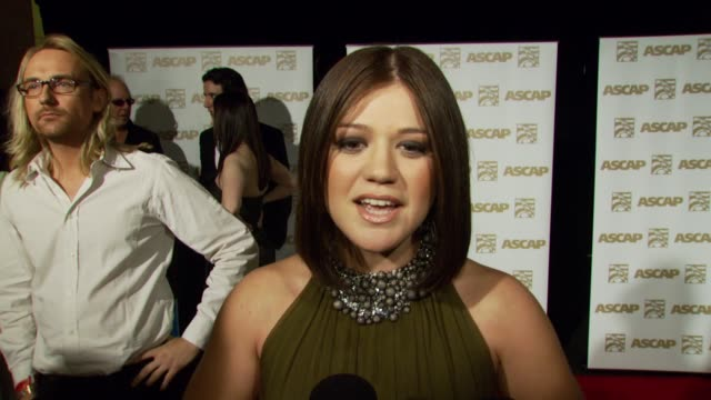 vidéos et rushes de kelly clarkson on receiving an ascap award the experience of writing 'because of you' how she chooses her songs the impact of lyrics the process of... - ascap
