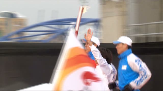 kelly holmes lights the olympic flame in north greenwich london - olympic torch stock videos & royalty-free footage