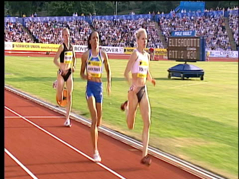 kelly holmes passes jennifer toomey to win women's 1500m by a huge margin holmes applauds crowd 2004 crystal palace athletics grand prix london - dynamics stock videos and b-roll footage