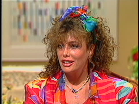 kelly lebrock discusses modeling and acting - ケリー レブロック点の映像素材/bロール