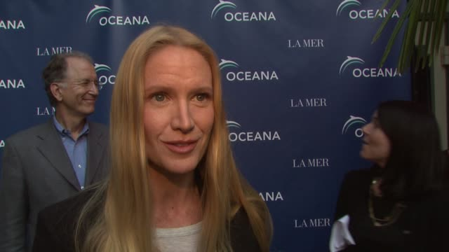 kelly lynch on being a part of the night, why protecting the oceans is so important, why she is supporting oceana, how people can help save the... - kelly lynch stock videos & royalty-free footage