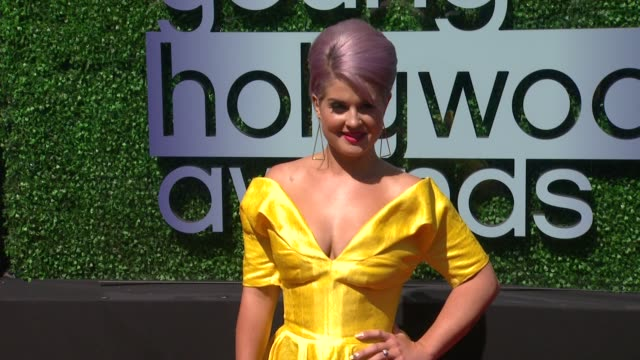 vídeos de stock, filmes e b-roll de kelly osbourne at 2013 young hollywood awards on 8/1/2013 in santa monica ca - kelly osbourne