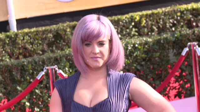 kelly osbourne at 20th annual screen actors guild awards arrivals at the shrine auditorium on in los angeles california - シュラインオーディトリアム点の映像素材/bロール