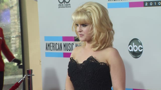 vídeos de stock, filmes e b-roll de kelly osbourne at the 2010 american music awards arrivals at los angeles ca - kelly osbourne