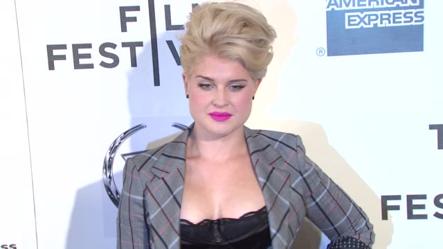 vídeos de stock, filmes e b-roll de kelly osbourne at the 2011 tribeca film festival premiere of 'god bless ozzy osbourne' at new york ny - kelly osbourne