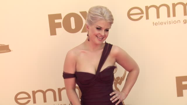 kelly osbourne at the 63rd primetime emmy awards arrivals part 1 at los angeles ca - エミー賞点の映像素材/bロール