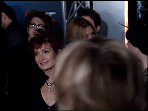 vídeos de stock, filmes e b-roll de kelly osbourne at the 'die another day' premiere at the shrine auditorium in los angeles, california on november 11, 2002. - série de filmes do james bond