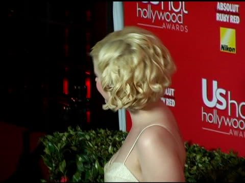 vídeos de stock, filmes e b-roll de kelly osbourne at the us weekly hot hollywood awards at republic restaurant and lounge in los angeles california on april 26 2006 - kelly osbourne