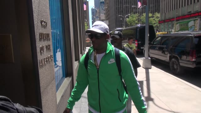 kelly outside the siriusxm radio studio in new york, ny, on 8/5/13. - r. kelly stock videos & royalty-free footage