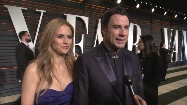vídeos y material grabado en eventos de stock de interview kelly preston and john travolta at the 2015 vanity fair oscar party hosted by graydon carter at the wallis annenberg center for the... - kelly preston