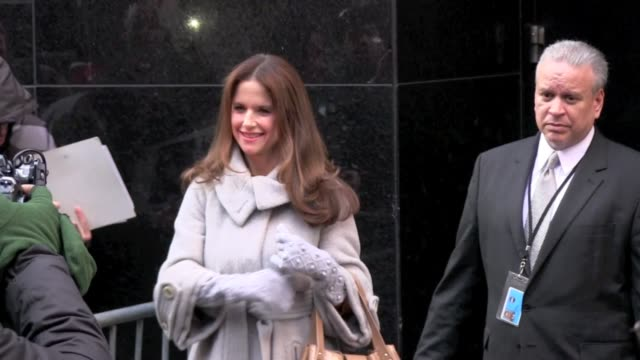 kelly preston at the 'good morning america' studio in new york on 12/9/2011 - kelly preston stock-videos und b-roll-filmmaterial