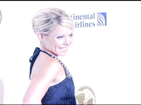 kelly ripa at the denise rich marks 10th year of the gp foundation with an evening of stars and music at the 2007 angel ball at marriott marquis... - marriott marquis new york stock videos & royalty-free footage