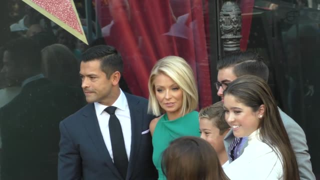 kelly ripa mark consuelos at the kelly ripa honored with star on the hollywood walk of fame on october 12 2015 in los angeles california - walk of fame stock videos & royalty-free footage