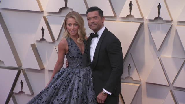 kelly rippa and mark consuelos walking the red carpet at the 91st annual academy awards at the dolby theater in los angeles, california. - music or celebrities or fashion or film industry or film premiere or youth culture or novelty item or vacations 個影片檔及 b 捲影像