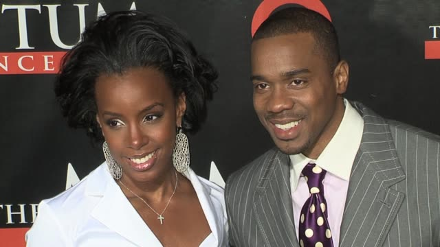 kelly rowland and duane martin at the seat filler los angeles premiere at the el capitan theatre in hollywood, california on february 22, 2006. - el capitan kino stock-videos und b-roll-filmmaterial