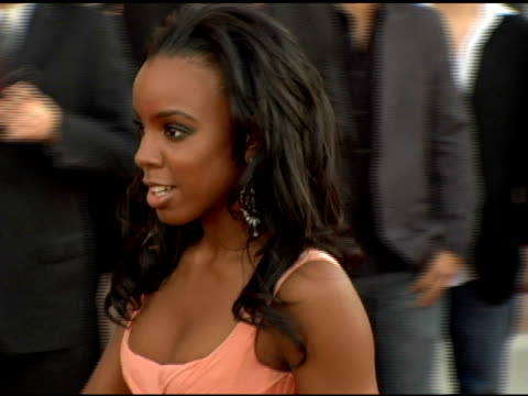 stockvideo's en b-roll-footage met kelly rowland at the 2005 american music awards arrivals at the shrine auditorium in los angeles, california on november 22, 2005. - kelly rowland