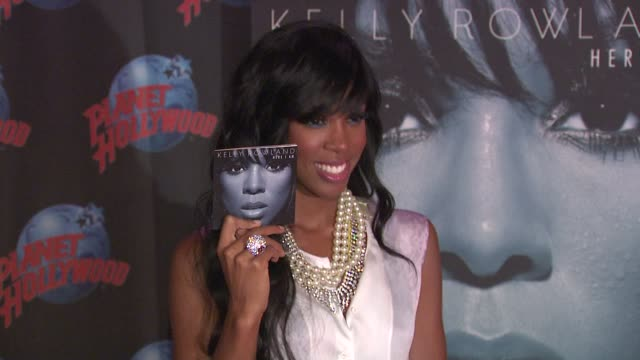 stockvideo's en b-roll-footage met kelly rowland at the kelly rowland visits planet hollywood at new york ny. - kelly rowland