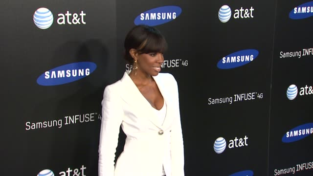 stockvideo's en b-roll-footage met kelly rowland at the samsung infuse 4g for at&t launch event featuring nicki minaj at los angeles ca. - kelly rowland