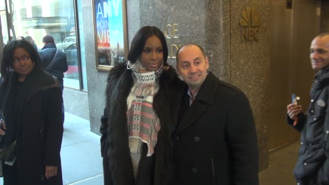 stockvideo's en b-roll-footage met kelly rowland exits the new york live show at nbc studios in rockefeller center & poses with fans before getting into her car in celebrity sightings... - kelly rowland